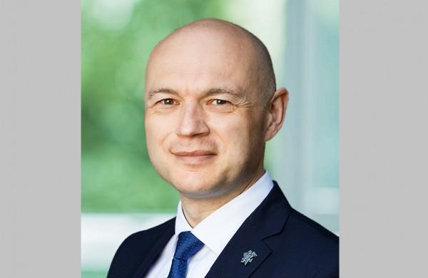 """Seimo narys Eugenijus Sabutis: """"Valstybės vizija – pėsčiomis, elektromobiliu ir ekologišku autobusu per duobėtas gatves ir žvyrkelius?"""""""