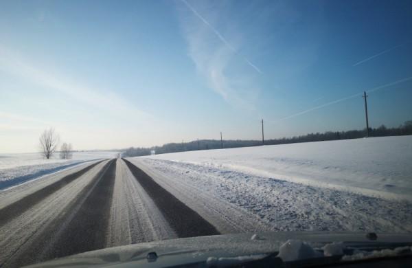 Vairavimas žiemą: svarbu atsakingai įvertinti eismo sąlygas