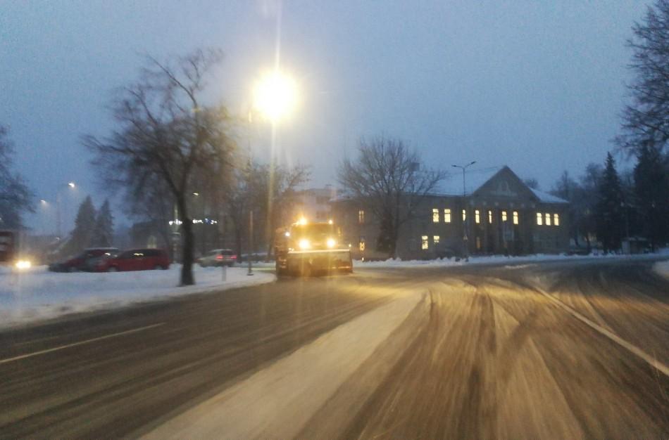 Tiek sniego nebuvo bene 15 metų: gyventojams bei tarnyboms sukelta nemažai rūpesčių