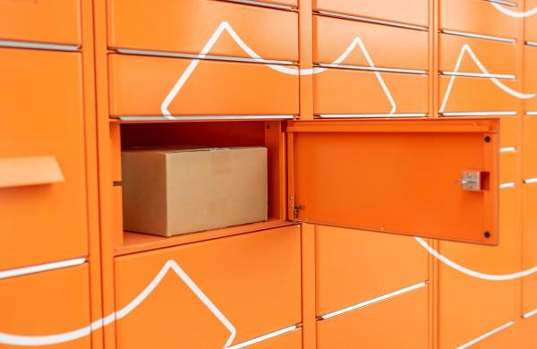 """""""Omniva LT"""": paštomatų plėtra pasiteisino – siuntų srautai nemažėja, įdarbinama 30 proc. daugiau darbuotojų"""
