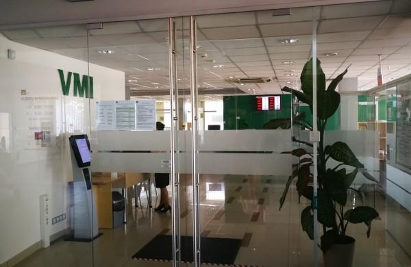 VMI: leidžiami atskaitymai – karantino dėl COVID-19 metu įmonių išlaidos dėl darbuotojų pavėžėjimo ar nuotolinės darbo vietos įrengimo