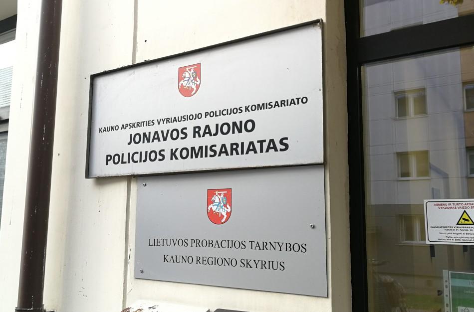 """Policija perspėja! Pagalbos suteikimas prašalaičiams moteriai """"kainavo"""" 400 eurų"""
