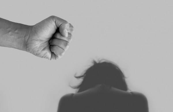 Kur kreiptis, jeigu patiriate smurtą artimoje aplinkoje?