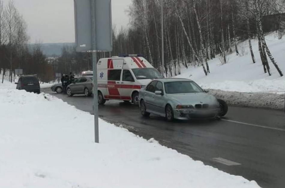 """Chemikų ir Vasario 16-osios gatvių sankirtoje – ,,BMW"""" ir ,,Opel"""" susidūrimas"""