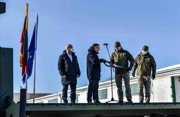 Lietuvos kariuomenei perduota 15 specialiosios paskirties  AROCS sunkvežimių, dar 10  bus perduota metų pabaigoje