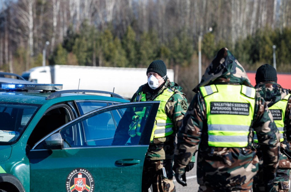 Beveik 400 vykusių per sieną su Lenkija asmenų neužpildė anketų