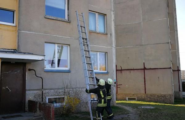 Sugyventinis užrakino moterį bute – prireikė ir ugniagesių pagalbos
