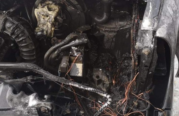 """Chemikuose atvira liepsna degė """"Opel Vivaro"""""""
