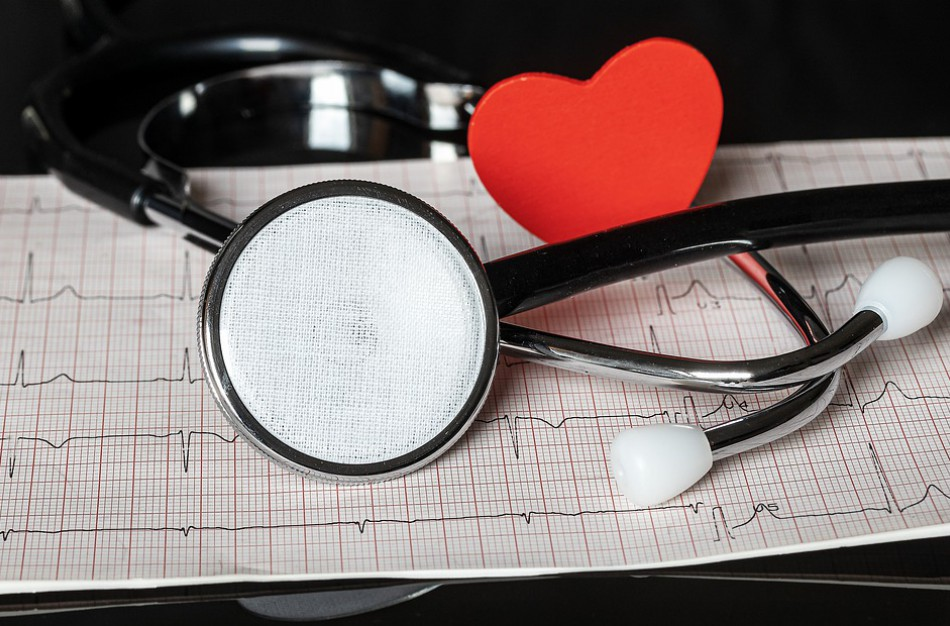 """Medikamentinis padidėjusio """"blogojo"""" cholesterolio gydymas infarkto riziką sumažina perpus, o mirtingumą – penktadaliu"""