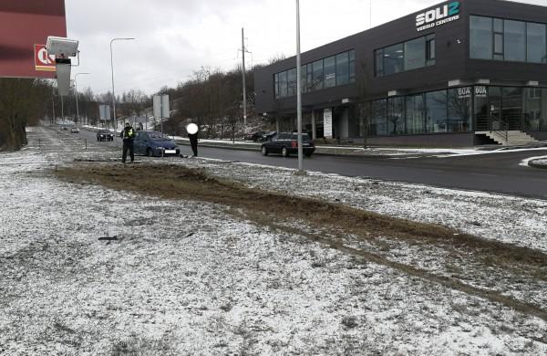 """Ties degaline - eismo įvykis: susidūrė """"Audi"""" ir """"Renault"""""""