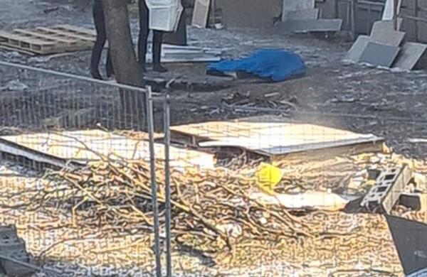 Šalia daugiabučio rastas vyro kūnas: įvykio vietoje dirba policijos pareigūnai