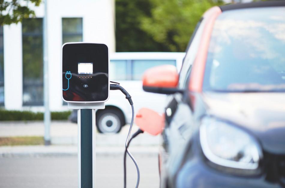 Ar elektrinės transporto priemonės teršia mažiau?