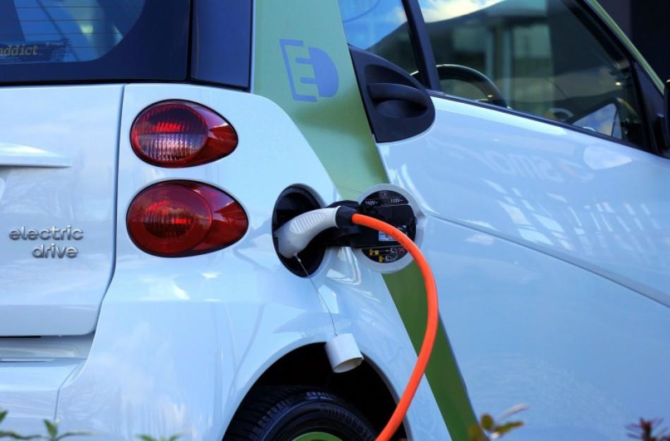 Lietuva palaiko idėją, kad Europa nebegamintų automobilių su vidaus degimo varikliais