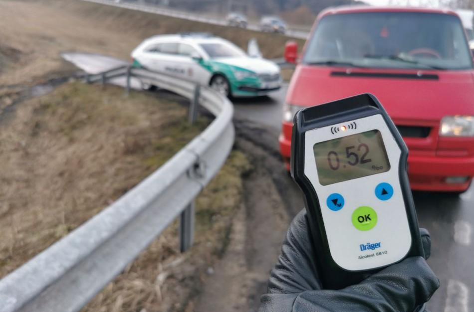 """Savaitės puokštė keliuose: neblaivūs, teisės vairuoti neturintys ir nuo greičio matuoklių """"besisaugantys"""" vairuotojai"""