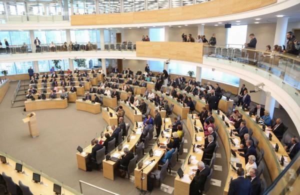 Seimas ypatingos skubos tvarka spręs dėl papildomų COVID-19 ligos profilaktikos ir kontrolės priemonių