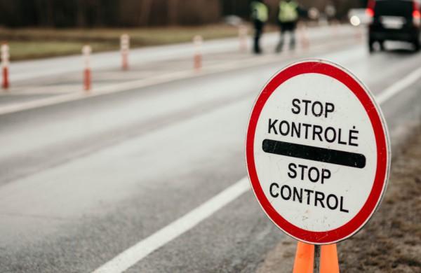 Policija atnaujino informaciją apie judėjimo ribojimus: ką reikia žinoti?