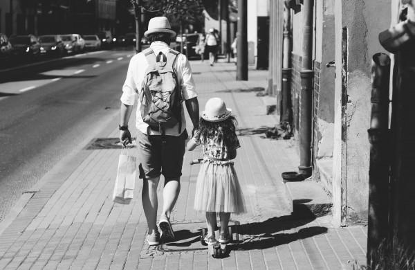 Vienišam tėčiui pasidalinus savo istorija, specialistė pataria, kaip auginti skirtingos lyties vaiką