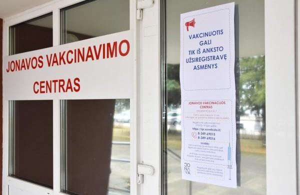 Jonavos rajono mokytojai ir abiturientai kviečiami skiepytis COVID-19 ligos vakcina