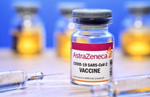 """EVA tęsia vakcinos """"COVID-19 Vaccine AstraZeneca"""" vertinimą dėl kraujo krešėjimo sutrikimų"""