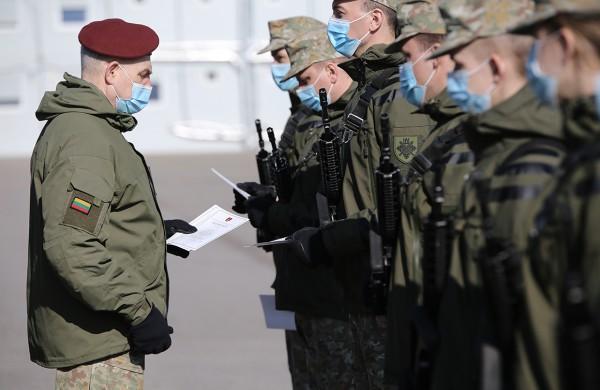 Jonušo Radvilos mokomajame pulke Rukloje prisiekė Bazinio kario savanorio įgūdžių kurso kariai savanoriai