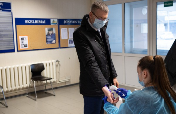 Jonavos meras paskiepytas nuo COVID-19 ligos