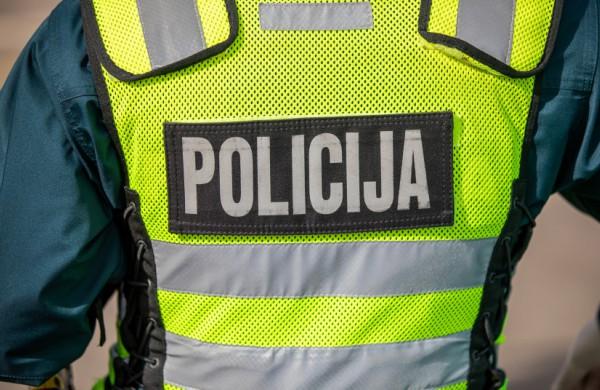 Policijos pareigūnu prisistatęs vyriškis išviliojo iš senolės pinigus