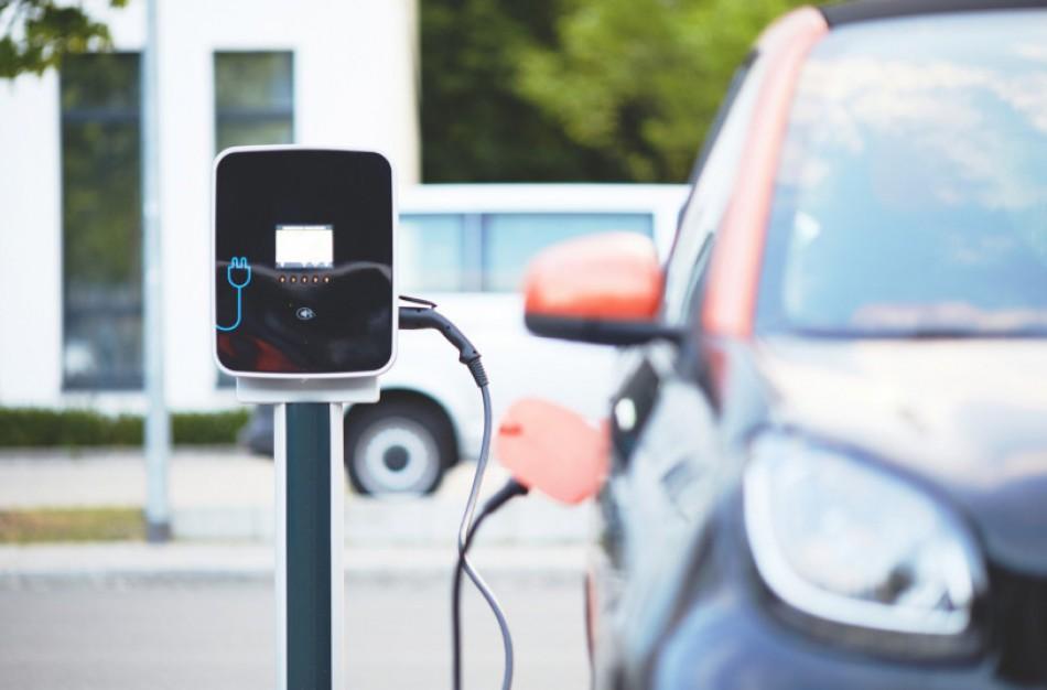 Už keičiamą seną automobilį į elektromobilį – iki 5 tūkst. eurų subsidija