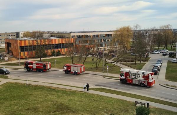 Dėl gaisro pavojaus evakuota J. Vareikio mokyklos bendruomenė