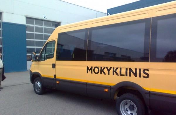 Mokykliniais geltonaisiais autobusais gyventojus galima vežti vakcinuotis