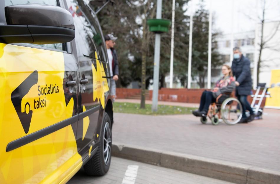 """Jonavoje pradėjo veikti """"Socialinis taksi"""" neįgaliesiems"""