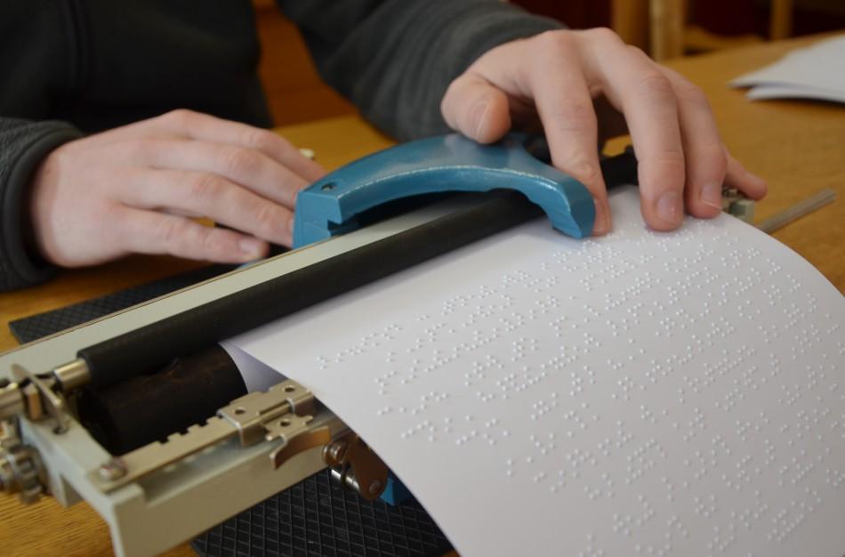 Didžiausi leidėjai Brailio raštu ragina laikytis aukščiausių kokybės standartų