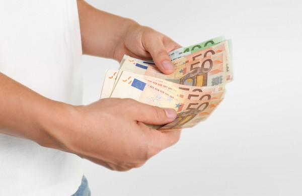 Geroji kredito davėjų praktika: sumokėjus kredito įmokas žmogui turi likti lėšų bent minimaliems poreikiams