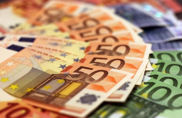 FNTT tyrimas: dėl kreditinio sukčiavimo įtariama 7 asmenų grupė gavo 2 mln. eurų paramos nukentėjusiems nuo Covid-19