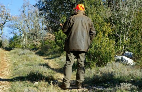Aplinkosaugininkai Žeimiuose nustatė teisės medžioti neturintį asmenį, medžiojusį su neregistruotu ginklu