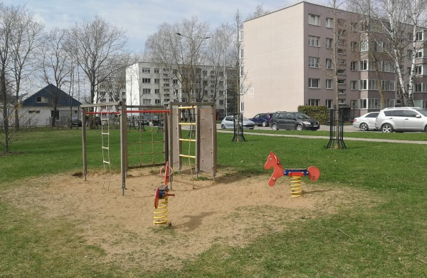 Vietoj nesaugių aikštelių, Paneriuose iškils nauji įrenginiai vaikams
