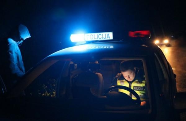 """Patikrinimui sustabdyto ,,Renault"""" vairuotojui gresia nemalonumai"""