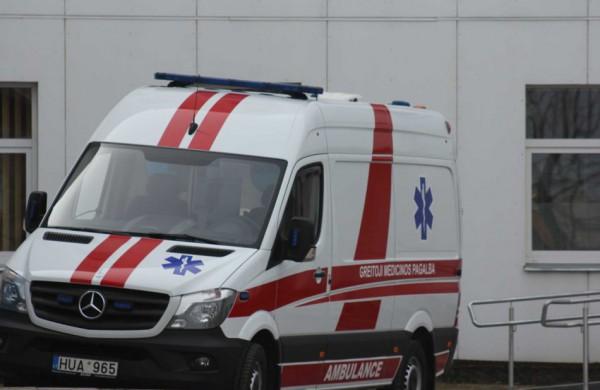 Po eismo įvykio pagalbos prireikė ir vairuotojui, ir keleivei