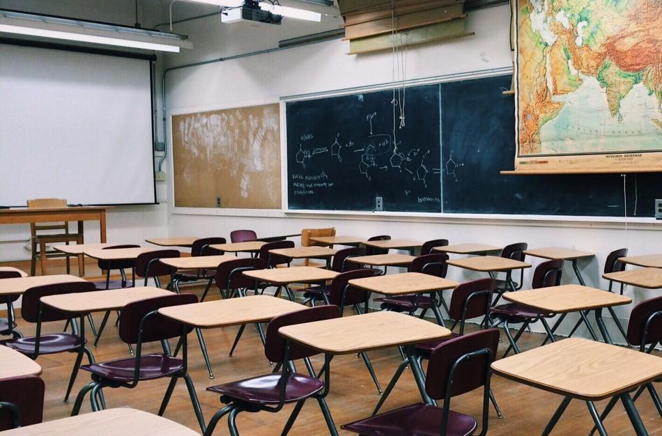LSA: Grąžinant daugiau mokinių į mokyklas, savivaldybės ragina nežaisti visuomenės lūkesčiais, o vertinti realią situaciją