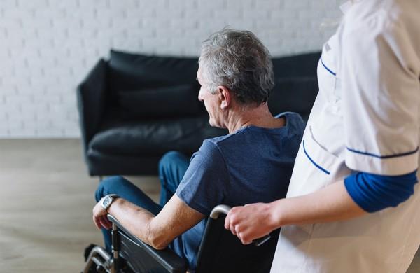Užimtumo tarnyba fiksuoja slaugytojų senėjimą ir trūkumą