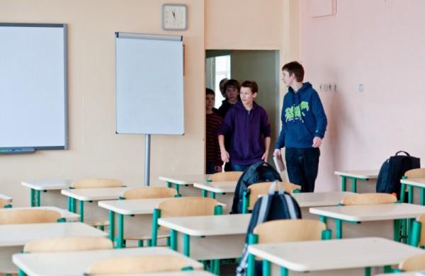 Nuo gegužės 10 dienos į mokyklas galės grįžti 5-11 klasių mokiniai