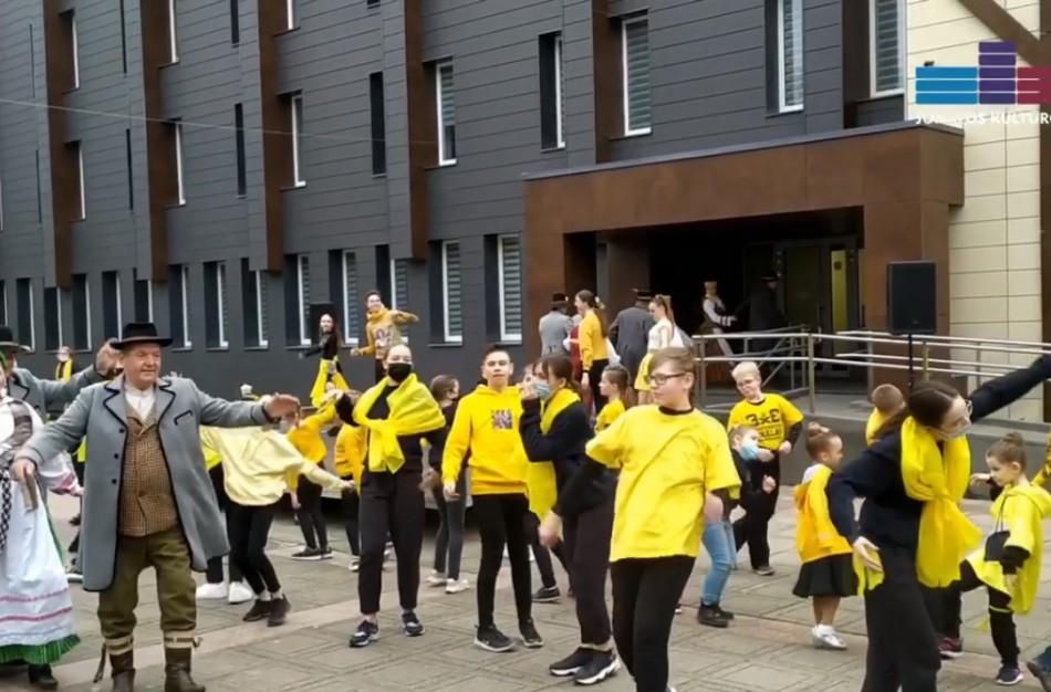 """Jonava prisijungė prie iniciatyvos """"Geltona banga""""  -  #LithuaniaGoesYellow"""""""