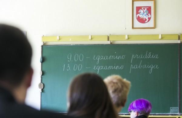 Per egzaminų sesiją susirgę ar izoliacijoje esantys abiturientai egzaminus galės laikyti vėliau