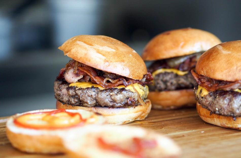 Tarptautinės mėsainių dienos proga – dėmesys jų gamybos gudrybėms