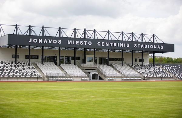 Bus atidaromas rekonstruotas Jonavos miesto stadionas