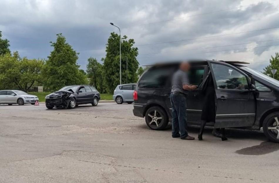 Penktadienio popietę Jonavoje įvyko du eismo įvykiai: vieno iš jų metu medikų pagalbos prireikė 14-mečiui