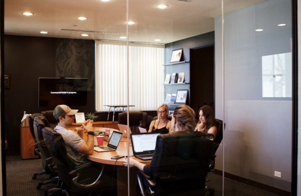 Iš nuotolinio darbo atgal į biurus – kaip organizuoti darbą ir užtikrinti sveikatos saugą
