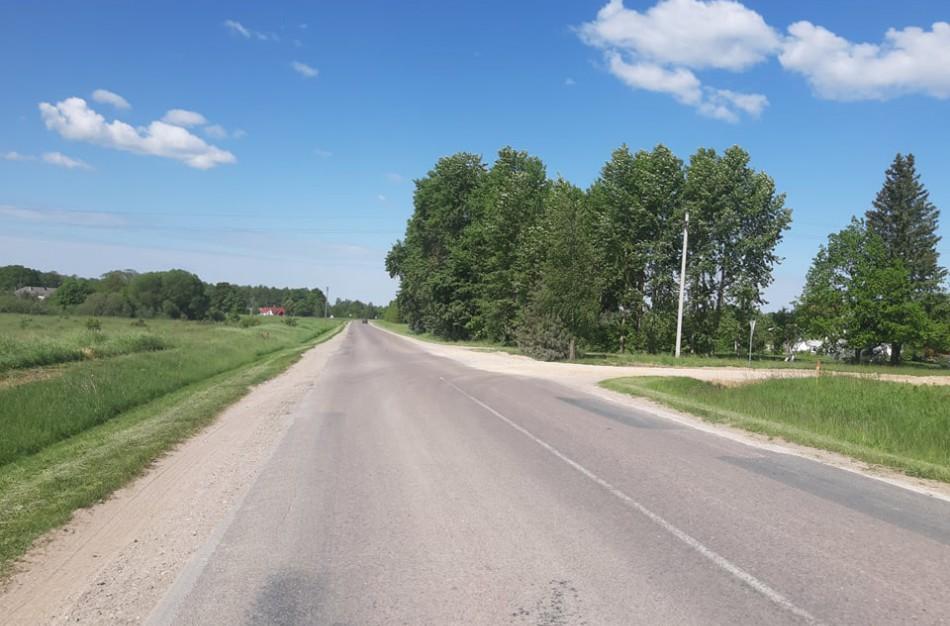 Vairuotojai piktinasi, kad sunkiasvorės transporto priemonės gadina kelią