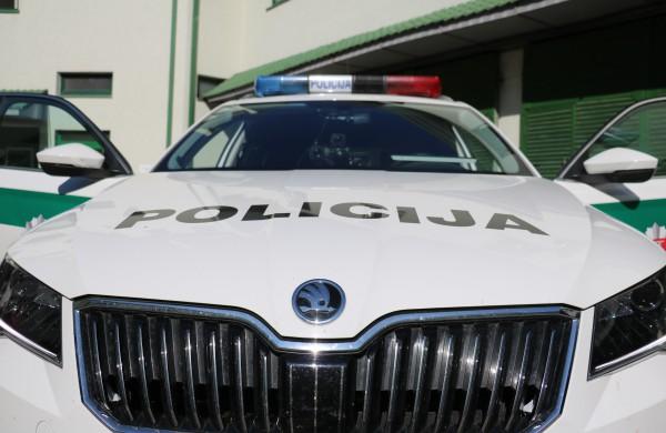 """Policijos """"laimikis"""" Jonavoje – apie 2 kg narkotikų, elektroninės svarstyklės bei grynieji pinigai"""