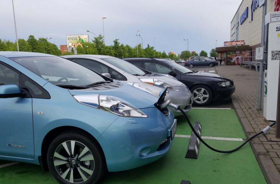 Pradedama ruoštis sparčiai elektromobilumo plėtrai Lietuvoje