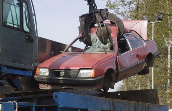 Mokės kompensacijas už sunaikintus senus automobilius